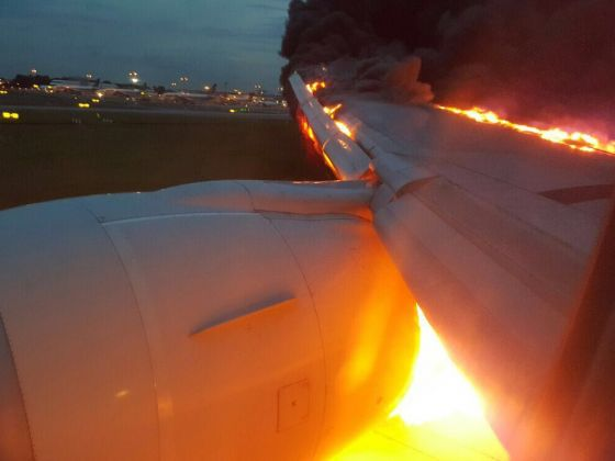 Photo of Pesawat Singapore Airlines SQ368 Terbakar Usai Mendarat di Bandara Changi